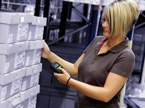 работник склада, работник склада одежды, складская работа, работа со сканером