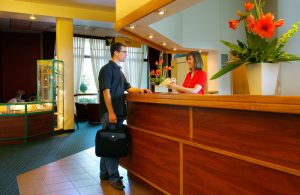 Jelenia Góra, Еления Гура, рецепционист, работать на рецепции, работать в отеле на рецепшн, работать на рецепции в гостинице