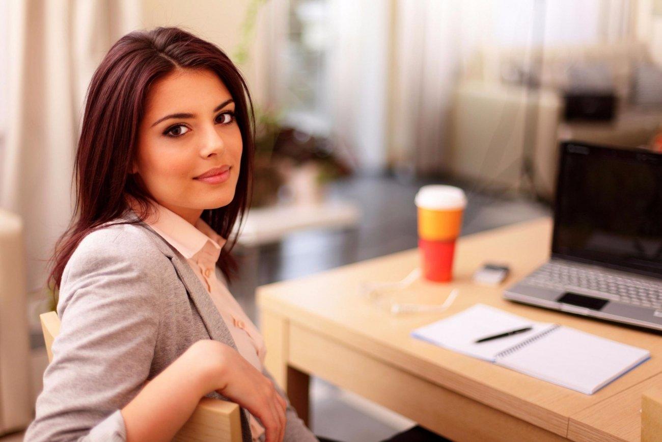 Фото офисных девушек брюнеток