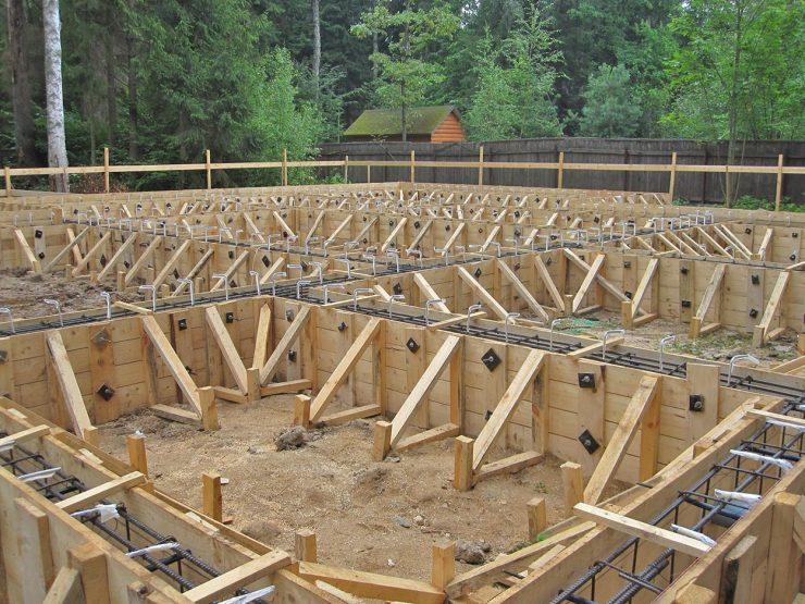 2555, плотник, работать плотником, плотник в Польшу, работать на опалубке, делать деревянные конструкции под опалубку